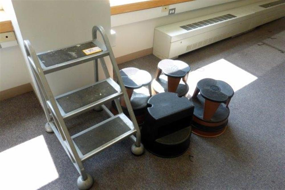 LOT - STEP LADDER & STOOLS