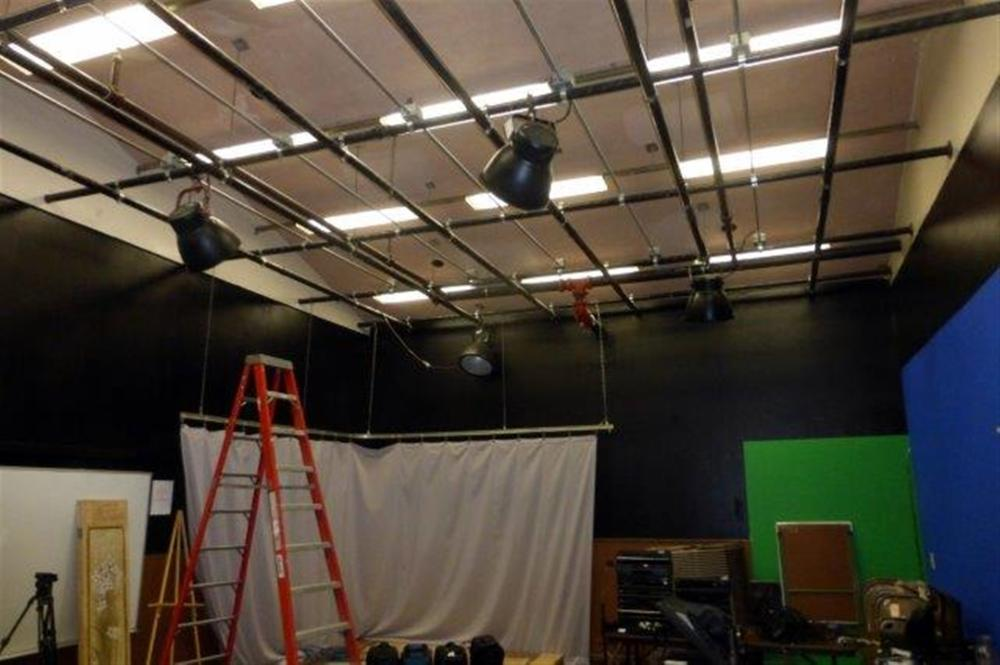 4-ROUND PRODUCTION LIGHTS