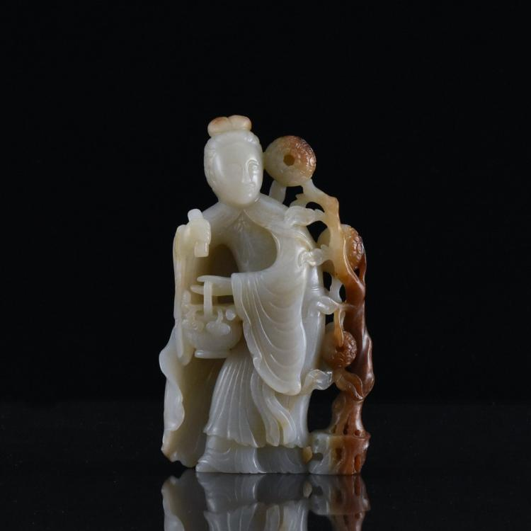 GRAYISH JADE SCLUPTURE MODEL OF GUANYIN