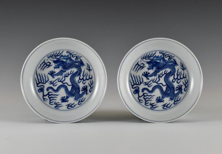 PAIR OF BLUE AND WHITE DRAGON PLATE