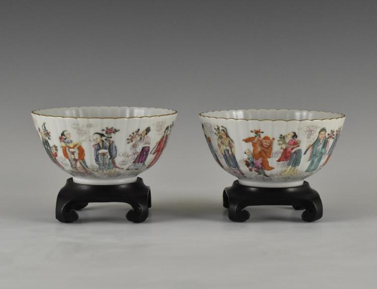 PAIR OF FLORIFORM RIM PORCELAIN BOWLS