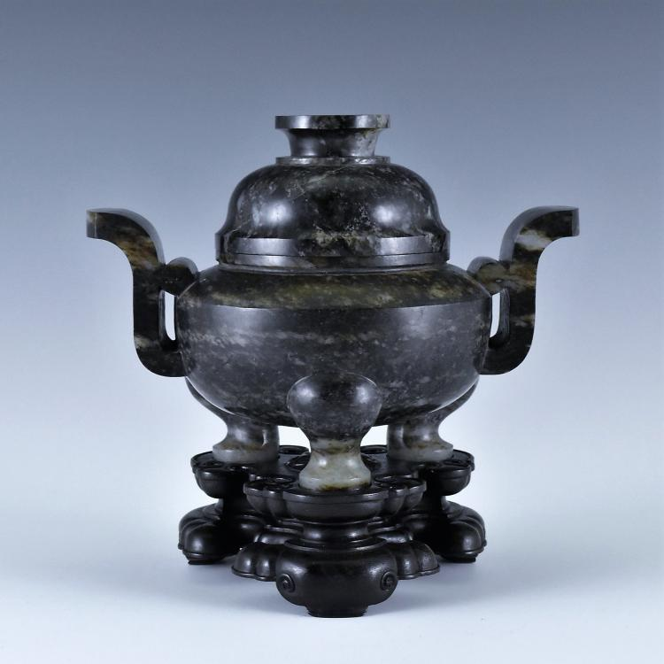 A MOTTLED GREY AND BLACK JADE LIDDED TRIPOD CENSER