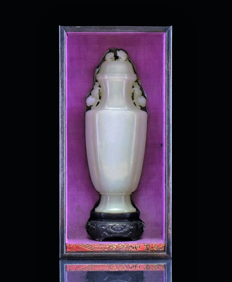 CARVED CHINESE JADE URN INSIDE ORIGINAL HARDWOOD BOX