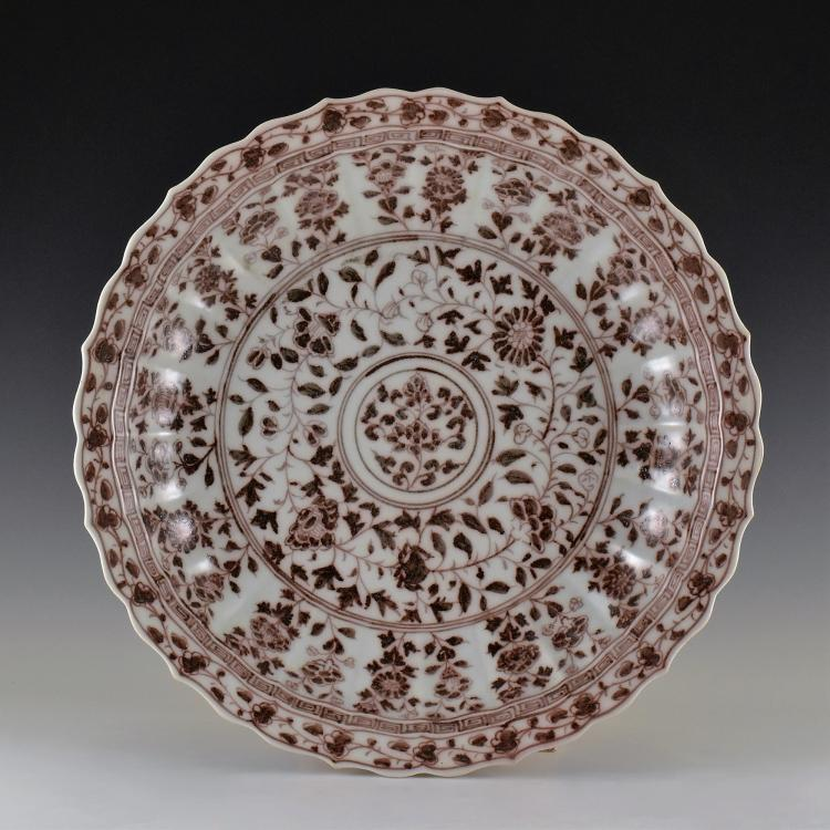 MING RED AND WHITE FLORAL CHARGER WITH BARBED RIM