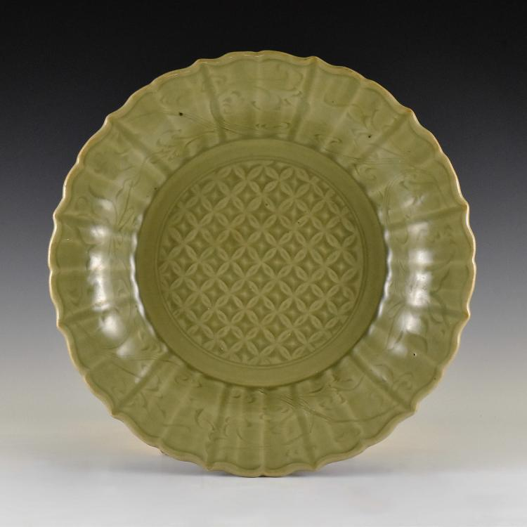 MING DYNASTY FLORAL MOTIF LONGQUAN CELADON PLATE