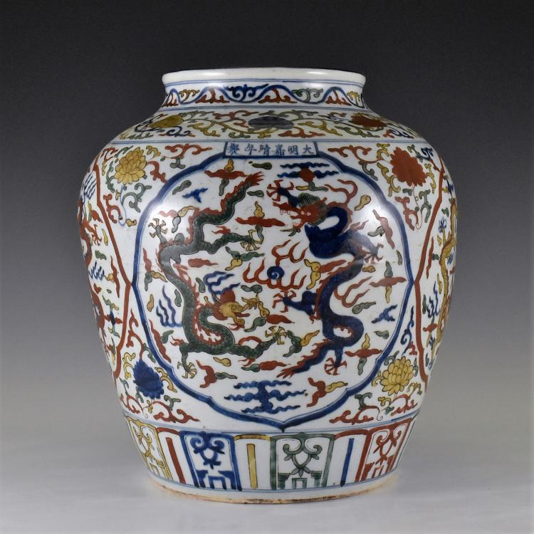 JIAJING WUCAI  DRAGONS PORCELAIN JAR