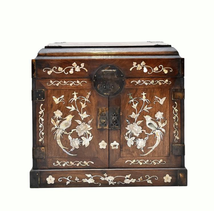 MOTHER OF PEARLS INLAID HUANGHUALI DRESSING CASE, GUANPIXIANG