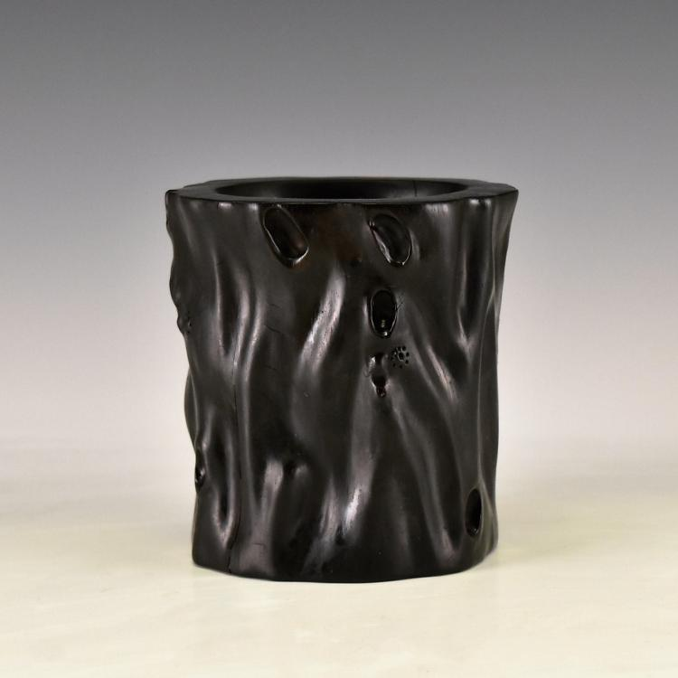 CARVED ZITAN BRUSH POT WITH TREE TRUNK PATTERN