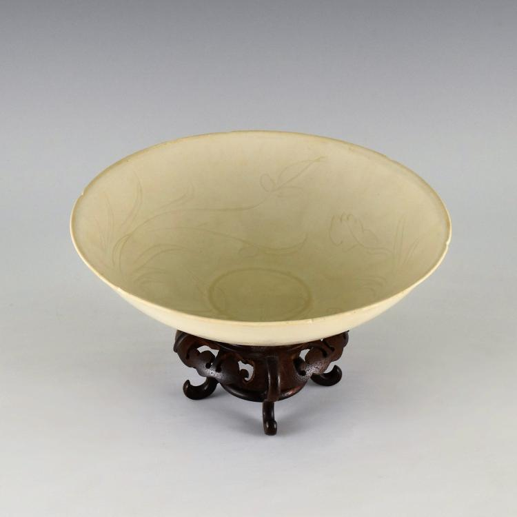 GEESE MOTIF DING WARE BOWL ON STAND
