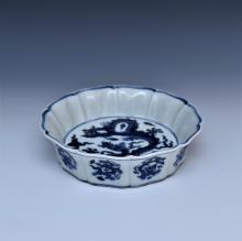 MING XUANDE BLUE & WHITE DRAGON FLORI-FORM PETAL BOWL