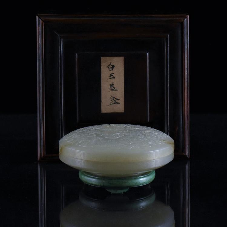 CARVED JADE LIDDED ROUND BOX IN ORG BOX