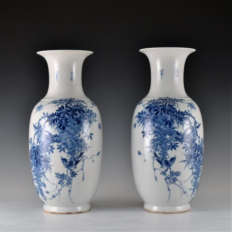 PAIR OF 20TH C. BLUE AND WHITE PAINTING BALUSTER VASES