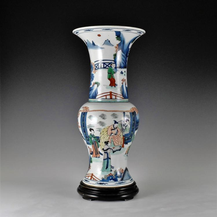 WUCAI PHOENIX TAIL PORCELAIN VASE ON STAND