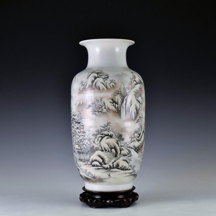 20TH C CHINESE PORCELAIN VASE IN WINTER LANDSCAPE MOTIF