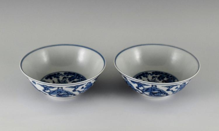 PAIR OF BLUE AND WHITE DRAGON BOWLS