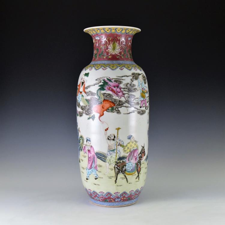 EIGHT IMMORTAL FAMILLE ROSE PORCELAIN VASE