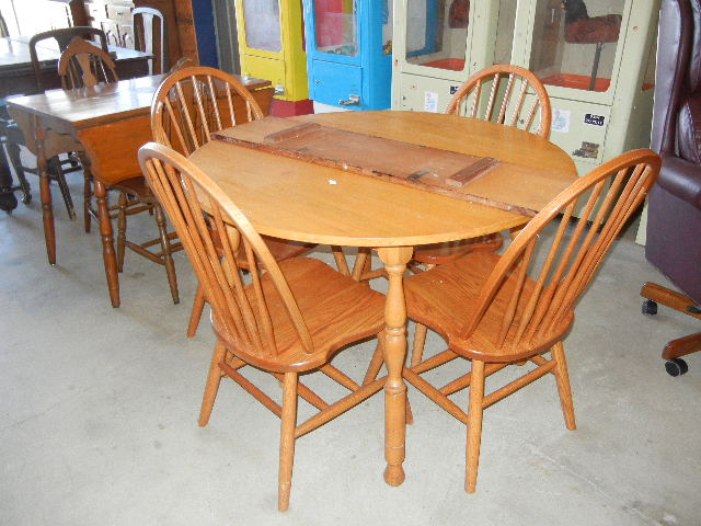 Maple Kitchen Table 4 Oak Chairs