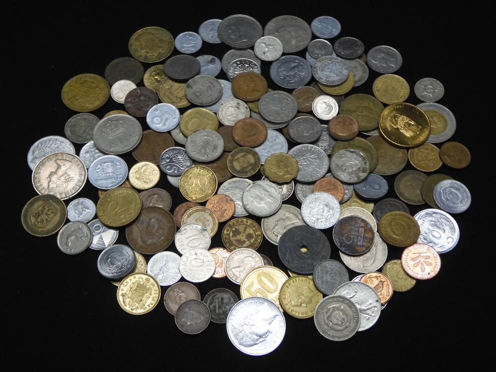 (1) pound foreign coins. Great Mix