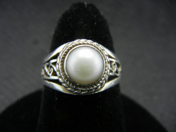 Sterling Silver Ring w/Pearl Size 6