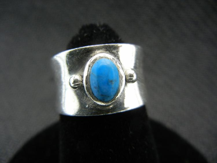 Sterling Silver Ring w/Turquoise Stone Size 4.5