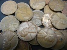 Lot 9N: 100 Lincoln Wheat Cents.