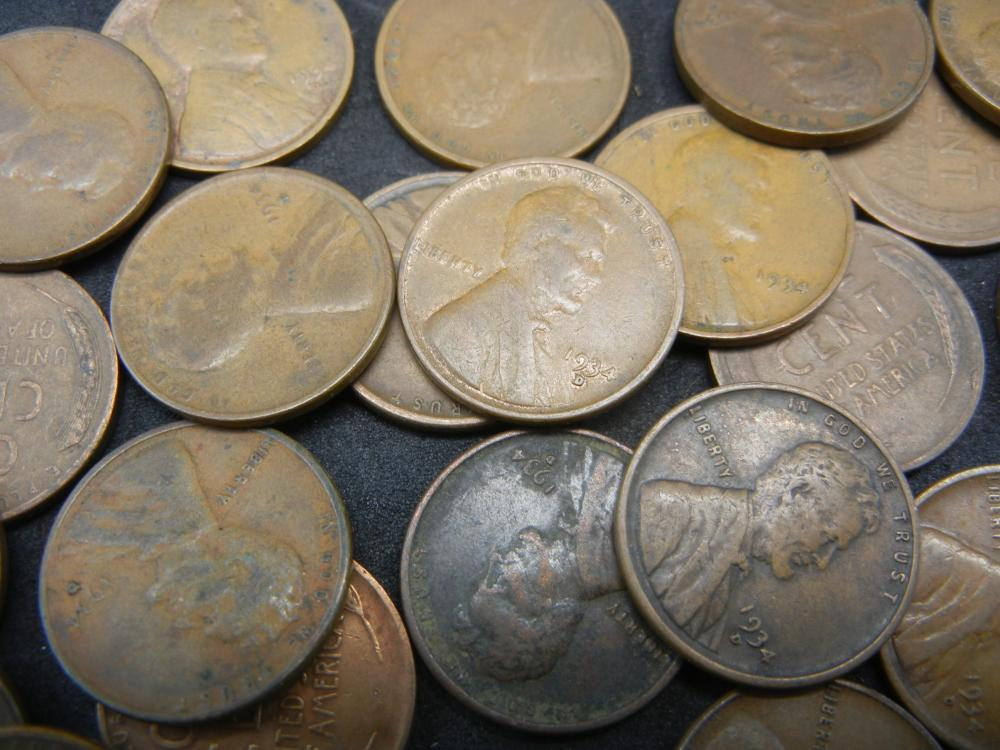 Lot 18N: 50 1955 Lincoln Wheat Cents.
