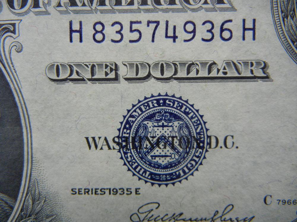 Lot 11: 1935 E $1 Silver Certificate. Choice Crisp Uncirculated.