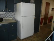 Whirlpool Refrigerator  - BUYER MUST ARRANGE SHIPPING
