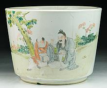 A Chinese Antique Famille Rose Porcelain Pot