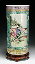 A Big Chinese Antique Famille Rose Porcelain Pot