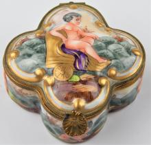 ANTIQUE CAPODIMONTE PORCELAIN CHERUBS HINGED BOX