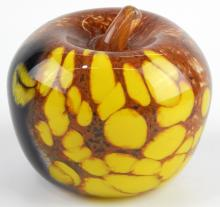 GRO HADELAND STUDIO ART GLASS APPLE SCULPTURE