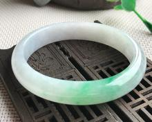 A NATURAL OVAL SHAPED ICE WAXY KIND JADEITE BRACELET