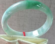 A NATURAL A-CLASS ROUND SHAPED WAXY KIND JADEITE BRACELET