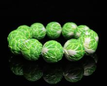 A CABBAGE SHAPED BEAD BRACELET