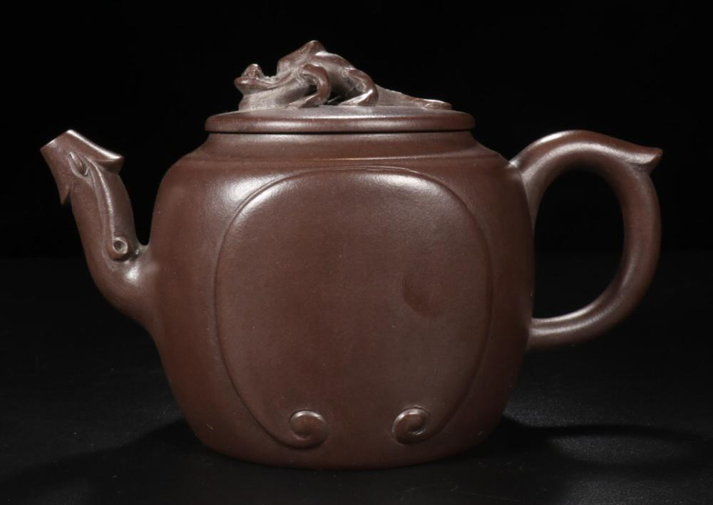 A PURPLE CLAY DRAGON PATTERN TEAPOT WITH MARK