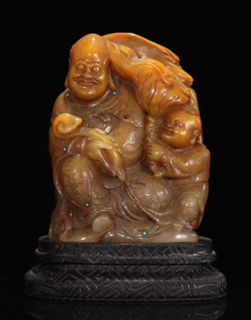 A TIANHUANG STONE CHARACTERS CARVED ORNAMENT
