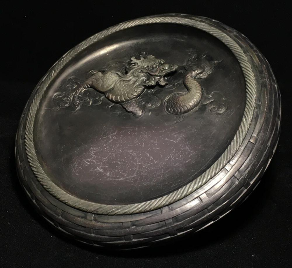 A STONE DRAGON & PHOENIX PATTERN CARVED ROUND-SHAPED INK SLAB WITH MARK