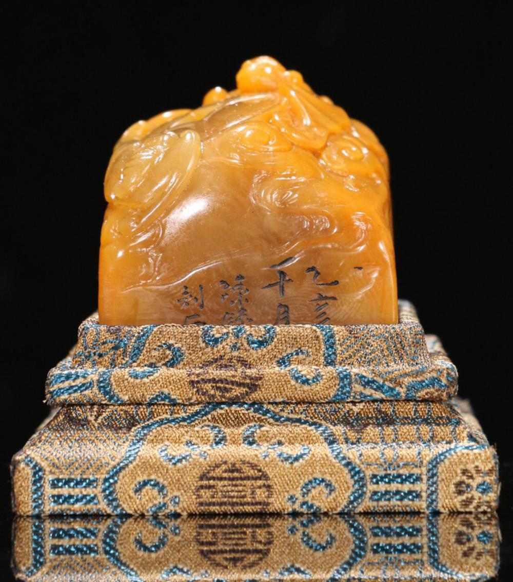 A TIANHUANG STONE AUSPICIOUS BAT PATTERN CARVED SEAL