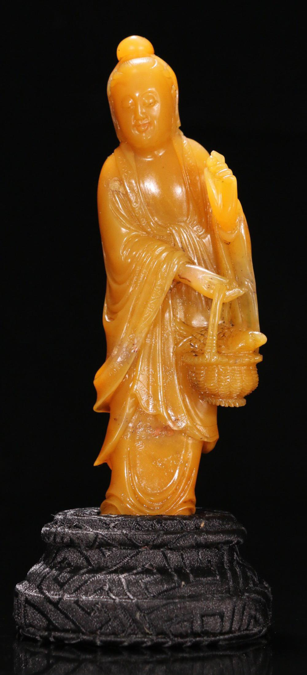 A TIANHUANG STONE CARVED FIGURE OF 'GUANYIN'