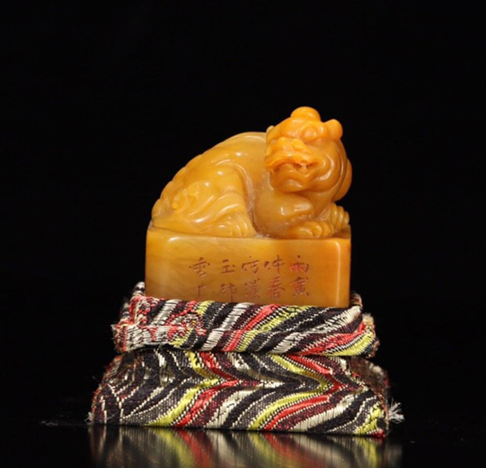 A TIANHUANG STONE BEAST CARVED SEAL