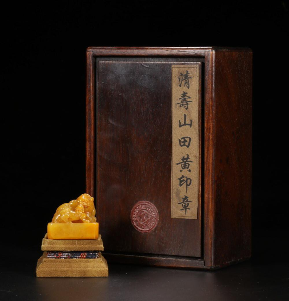 A TIANHUANG STONE DOUBLE LIONS KNOB CARVED SEAL