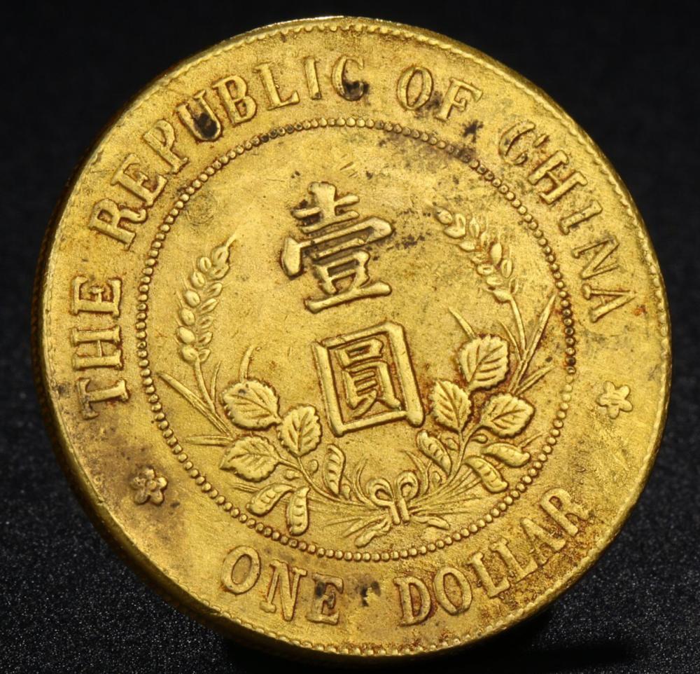 A GILT BRONZE REPUBLIC OF CHINA MEMORIAL COIN