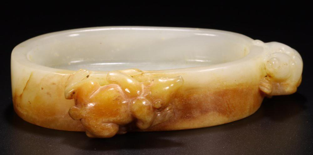A HETIAN JADE 'ZHAO CAI MOUSE' CARVED BRUSH WASHER