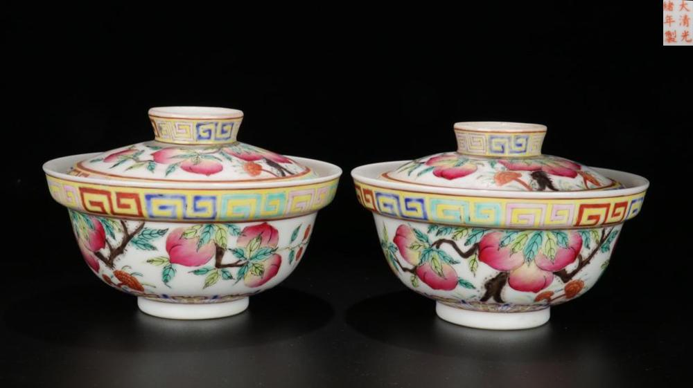 A PAIR OF FAMILLE ROSE 'FU SHOU' PATTERN TEA CUPS WITH LID