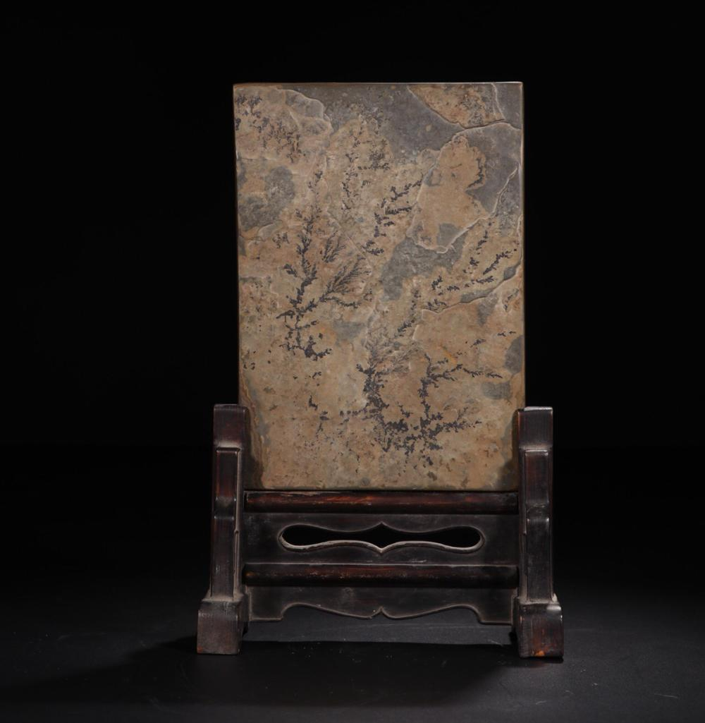 A STONE SCREEN CARVED POETRY PATTERN