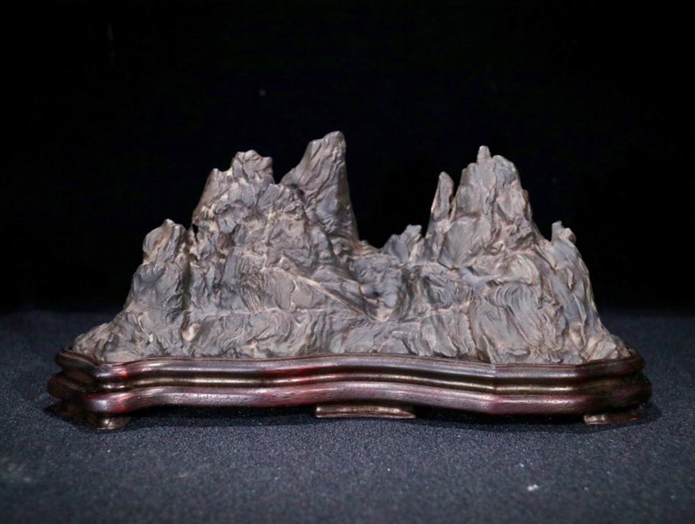 A LINGBI STONE SHAPED MOUNTAIN PEN HOLDER