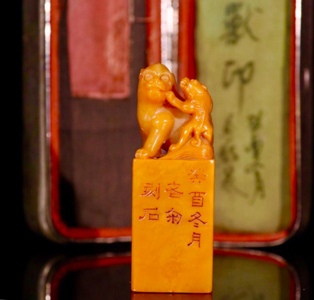 A TIANHUANG SOTNE SEAL OF BEAST WITH BOX