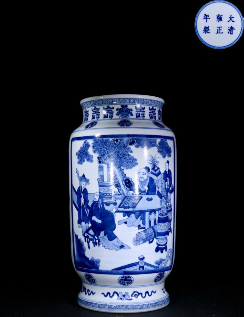 A BLUE&WHITE PORCELAIN VASE PAINTED STORY-TELLING PATTERN