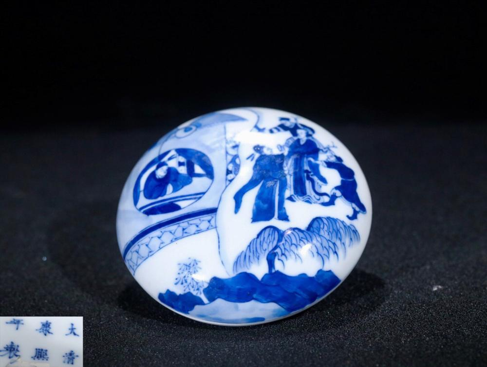 A BLUE&WHITE PORCELAIN BOX PAINTED STORY-TELLING PATTERN